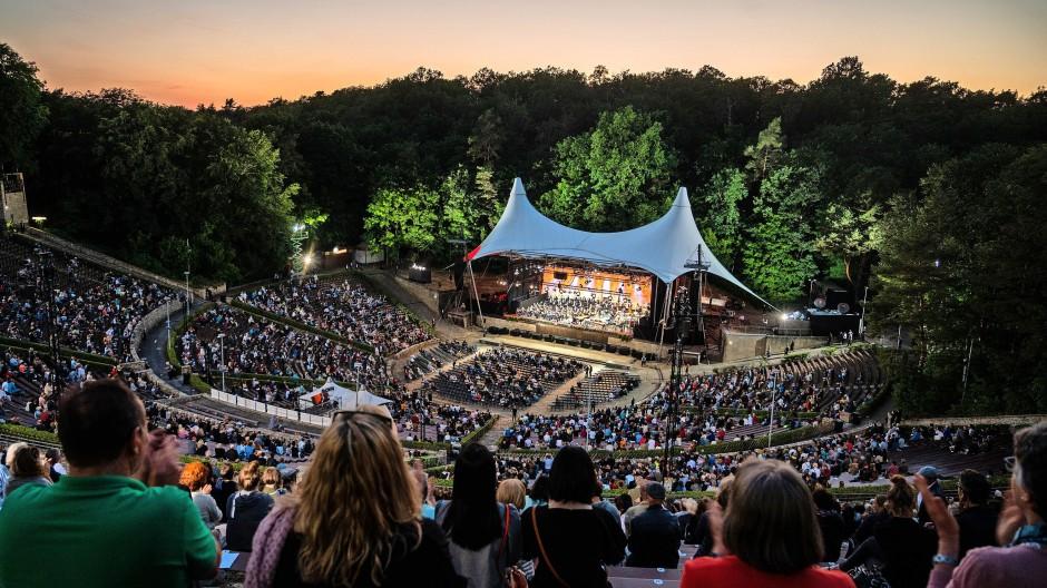 Corona-konform auf Abstand: Rund 6000 Zuschauer waren Ende Juni zum Konzert der Berliner Philharmoniker in der Waldbühne zugelassen.
