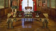 Es gibt Menschen, die wollen wirklich führen: Schreibtisch Napoleons im Schloss Malmaison.