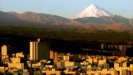 Der Damavand ist 5671 Meter hoch und liegt zwischen Teheran und dem Kaspischen Meer.