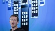 Der Mann mit der Vision: Facebook-Gründer Mark Zuckerberg will die Welt vernetzen. Und unabhängiger werden vom Konkurrenten Google. Zu diesem Zweck wird das Verhalten der User getestet – ohne deren Wissen.
