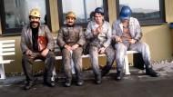 Gastarbeiter aus der Türkei nach ihrer Schicht in der Zeche Neu-Monopol in Bergkamen