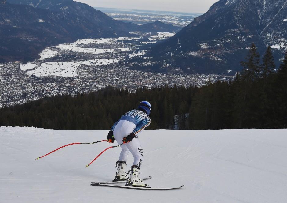 """In Garmisch-Partenkirchen wurde zwischen 700 und 2050 Metern Höhe eigentlich schon immer Ski gefahren, nicht jeder """"Schmarrn"""" mitgemacht und das grandiose Panorama fortwährend gelobt."""