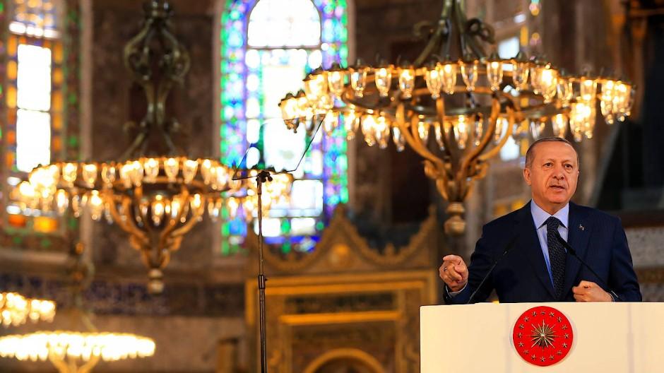 Doch wieder eine Moschee? Recep Tayyip Erdogan bei einer Ausstellungseröffnung in der Hagia Sophia Museum Ende März 2018