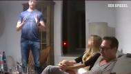 Der Screenshot aus dem Video zeigt Österreichs Vizekanzler und FPÖ-Chef Heinz-Christian Strache (r.) am 24.7.2017 bei einem Gespräch mit einer angeblichen russischen Oligarchin.
