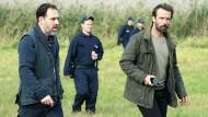 Auf der Suche nach dem geflohenen Täter: Adam Raczek (Lucas Gregorowicz, rechts) ermittelt mit Sicherheitspartner Lutz Piatkowski (Thomas Loibl).