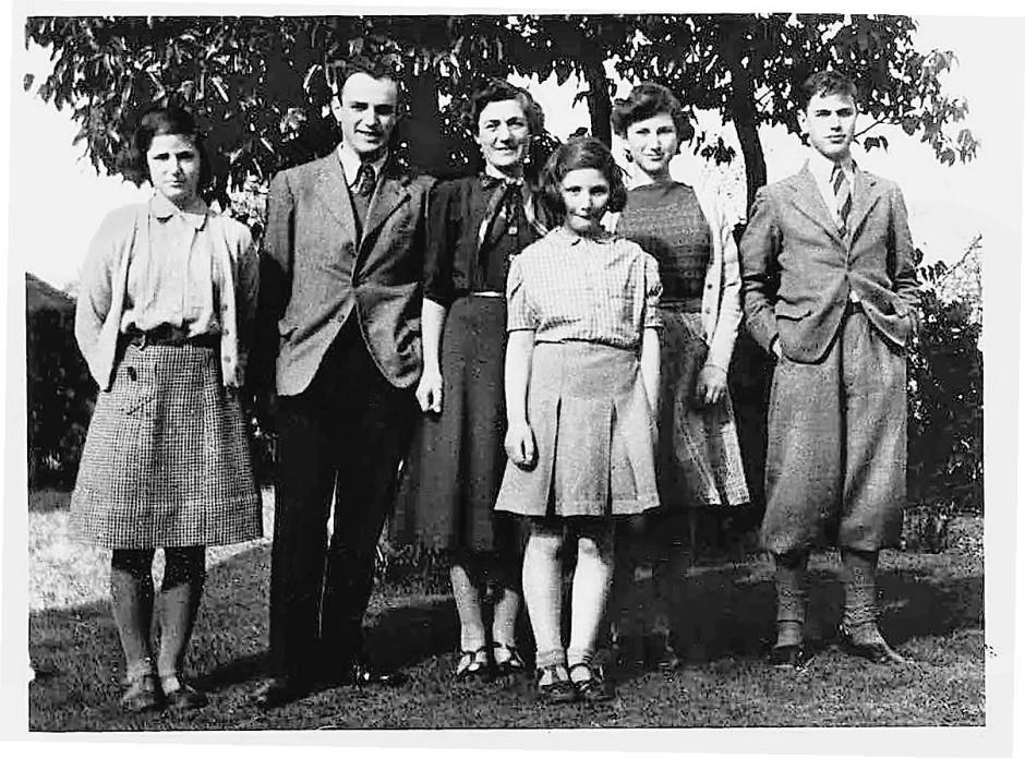 Eine Abbildung aus Ian Burumas Familienmemoiren. Von links nach rechts: Hilary, John, Winifred, Susan, Wendy und Roger.