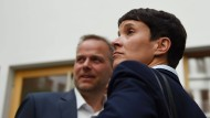 Im Umgang mit ihrer Partei sollten wir uns auf die Tugenden einer erprobten Demokratie besinnen: Frauke Petry und Leif-Erik Holm am Tag nach der Wahl in Meckelnburg-Vorpommern.
