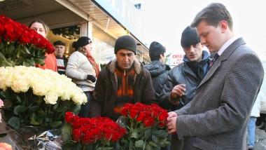 Auf einem Moskauer Blumenmarkt im Vorfeld des Frauentags