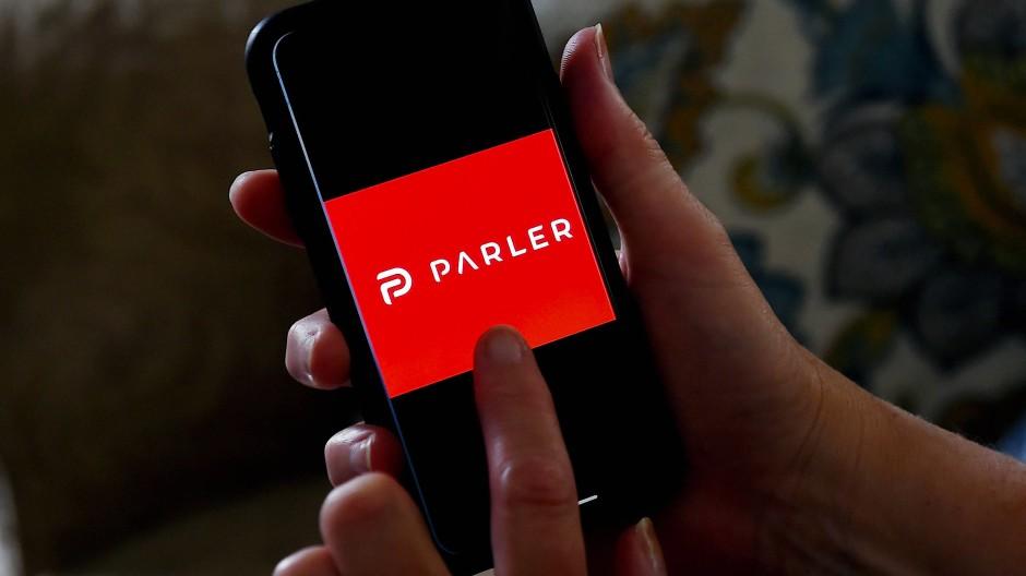 """Rote Karte für Aufrufe zur Gewalt: """"Parler"""" ist ohne Server nicht mehr nutzbar."""