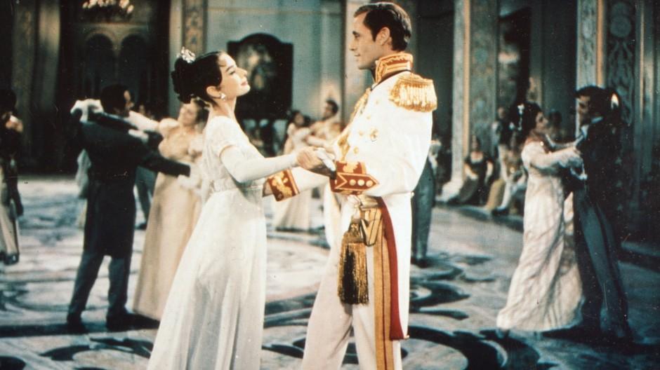 """Verfilmung eines der wenigen gesamteuropäischen Romane: Audrey Hepburn und Mel Ferrer 1956 in King Vidors """"Krieg und Frieden"""""""