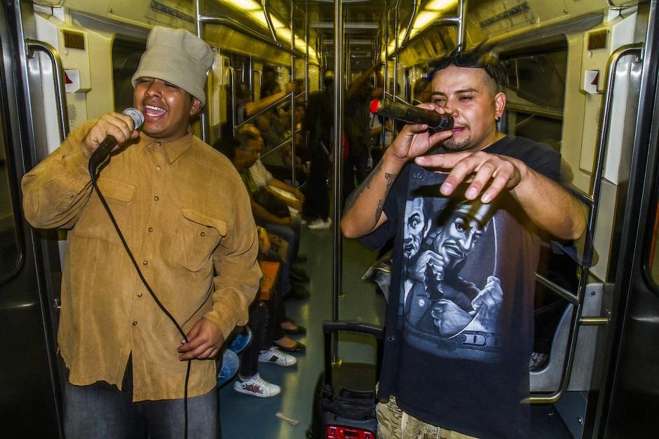 Lenguas und Nefasto rappen jeden Tag in der U-Bahn