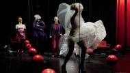 Max Frisch, nicht im Bild, lässt auf Baslers Bühnen Rabatz machen
