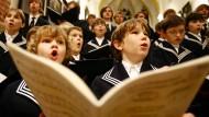 Der Leipziger Thomanerchor unter der Leitung von Thomaskantor Georg Christoph Biller, aufgenommen während einer Probe in der Thomaskirche in Leipzig am 08.12.2006.