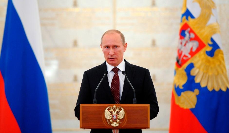Russlands Präsident Putin führt seine Attacken gegen die Opposition vorsichtig, Schritt für Schritt