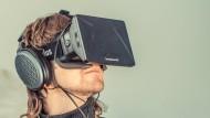 Noch ist sie nicht zu übersehen: Zukünftig soll die Oculus-Datenbrille aber ein Leichtgewicht sein.