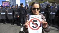 Nein zur fünften Amtszeit: Demonstrantin in Algier gegen die angekündigte neuerliche Kandidatur Bouteflikas