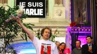 """Im Januar zeigten Comic-Künstler wie Jean Christophe Menu beim Comic-Festival in Angoulême ihre Solidarität mit """"Charlie Hebdo""""."""