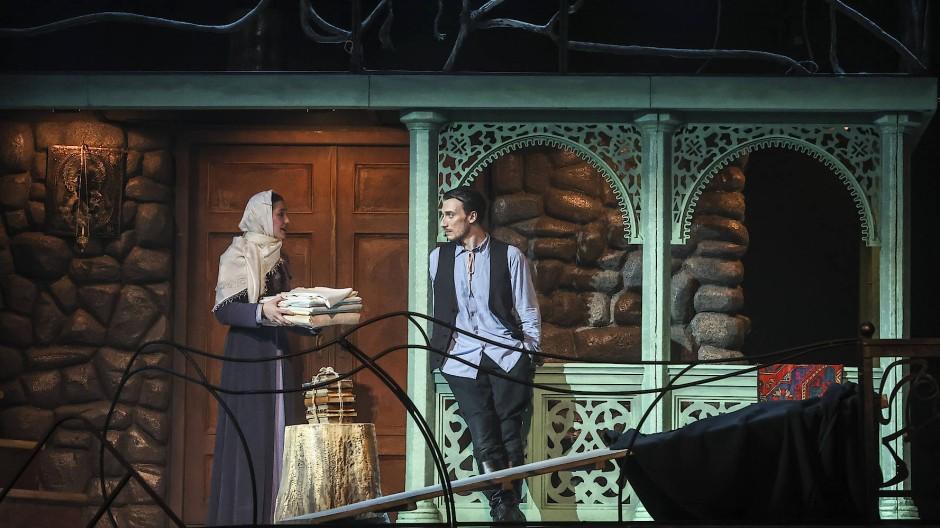 "Szene aus dem Stück """"Der wunderbare Georgier"" am Moskauer Gorki-Theater"
