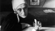 """""""Kunst wie meine ist nur verstümmeltes Leben"""", schrieb Christine Lavant. Doch sie war eine der Größten, bewundert von Zeitgenossen wie Thomas Bernhard."""