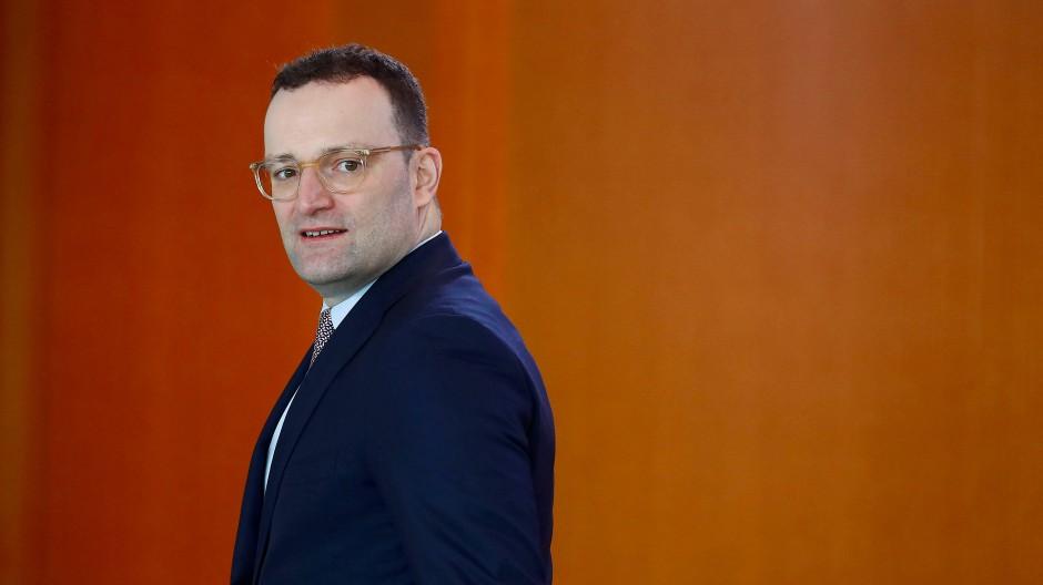 Am Ende wissen die Frauen ja gar nicht, was gut für sie ist: Gesundheitsminister Jens Spahn vermutet Schlimmstes.