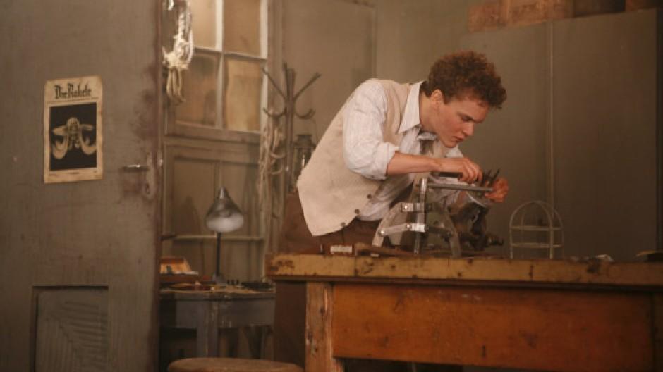 """""""Der Raketenmann"""": Der junge Wernher von Braun (Ludwig Blochberger) experimentiert im Labor"""