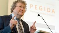 Werner Patzelt bei der Vorstellung seines Pegida-Buchs
