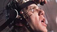 """Umerziehung auf die brutale Art in Stanley Kubricks """"Uhrwerk Orange"""" (1971). Im Digitalen übernimmt sie ein sanftmütiger virtueller Tutor."""