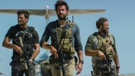 "Pablo Schreiber (l.), John Krasinski, David Denman und Dominic Fumusa in ""13 Hours: The Secret Soldiers of Benghazi"""
