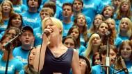 Der Hessenprojekt-Chor bei einer Werbeveranstaltung zum Evangelischen Kirchentag