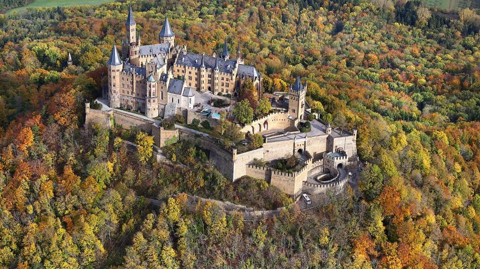 Die Burg Hohenzollern bei Bisingen (Baden-Württemberg)