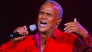 Wer in ihm nur den gefälligen Unterhaltungskünstler sieht, irrt sich gewaltig: Harry Belafonte, hier bei einem Konzert in Frankfurt 2003.
