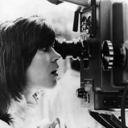 """Macht der Mann das richtig? Jane Fonda prüft die Kameraeinstellung am Set von """"Klute"""", 1971."""