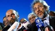"""Er wird beschuldigt, Staatsgeheimnisse verraten zu haben: Can Dündar, ehemaliger Chefredakteur der """"Cumhuriyet"""""""
