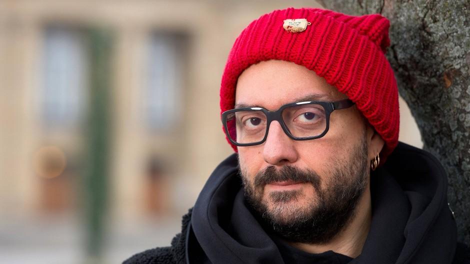 Kirill Serebrennikow vor dem Opernhaus in Stuttgart – im Februar durfte er noch ins Ausland reisen.