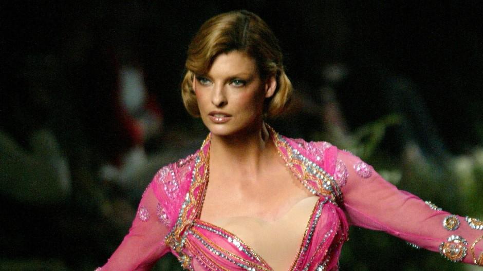 Linda Evangelista 2005 in Paris: Die Kanadierin gehörte zu den berühmtesten Topmodels der Welt.