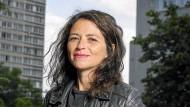 Ihre Eltern emigrierten aus Tunesien nach Frankreich, sie selbst wuchs in der Pariser Banlieue auf: Karine Tuil.