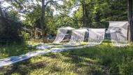 Anfänge einer Gegenwelt: Die Künstlergruppe Ciudad Aperta baut ein Pavillondorf.