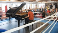 Beethoven im Boxcamp: Pierre-Laurant Aimard spielt die Klaviersonate Nr. 31 in einem Ring im Gallus.