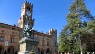 Landmann und Genie: Giuseppe Verdi, der hier in Busseto thront, gilt zumindest in seiner oberitalienischen Heimat als größter Italiener aller Zeiten