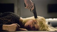Geschändet? Jedenfalls in höchster Gefahr: Kimmie (Danica Curcic) am Boden.