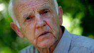Hinwendung zur brandenburgischen Heimat: Der Schriftsteller Günter de Bruyn in seinem Garten in Görsdorf