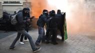 """Es brennt nicht nur in Jerôme Leroys Roman """"Der Block"""": Proteste in Nantes im Februar 2017"""