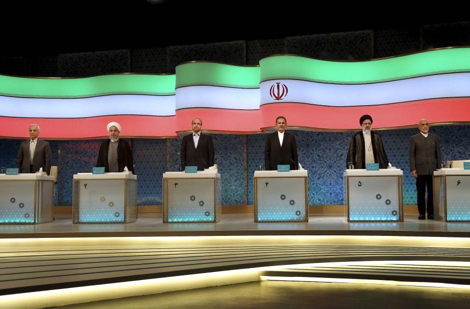 Die iranischen Präsidentschaftskandidaten Mostafa Mir-Salim, Hassan Rohani, Mohammed Bagher Ghalibaf, Eshagh Dschahangiri und Ebrahim Raisi in der Fernseh-Debatte Ende April.