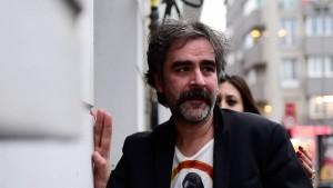 Deniz Yücel erhält Medienpreis für seinen Mut