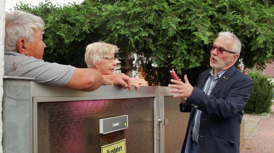Was ist hier los? Nachdem die AfD bei der Landtagswahl mehr als achtzehn Prozent holte, fragen Politiker wie Jürgen Vogt (rechts) sich und die Haßlocher nach den Gründen.