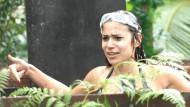 Mit Schwung in die Fischabfälle: Tanja Tischewitschs Wissenslücken ahndet das Dschungelcamp unnachgiebig