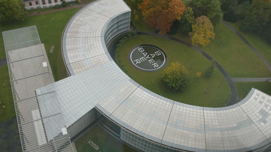 Die neue Konzernzentrale der Bayer AG, aufgenommen vom Obergeschoss der alten Zentrale in Leverkusen.