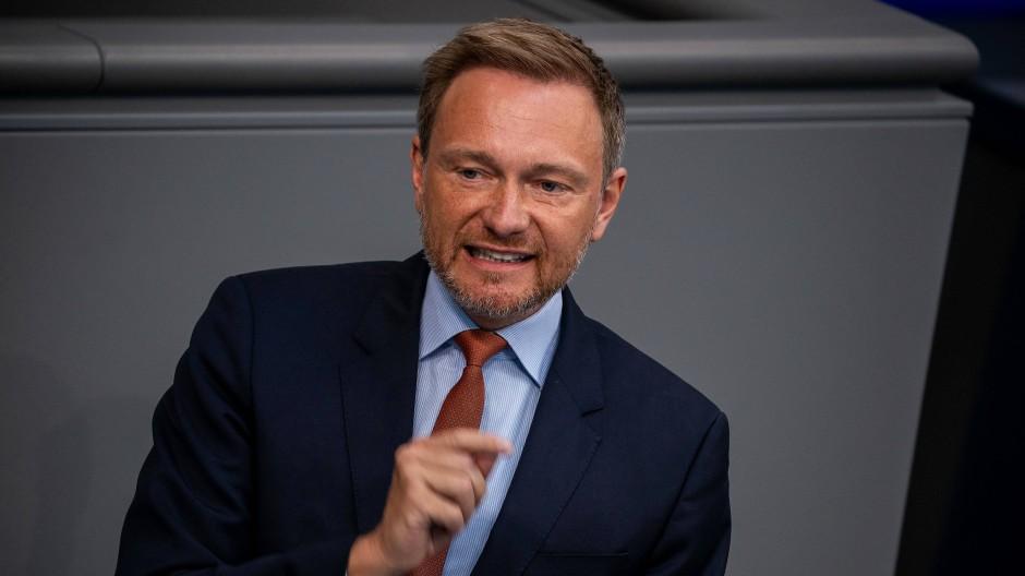 Schlagabtausch wegen Corona-Maßnahmen im Bundestag