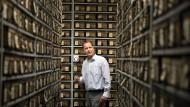 Schatzmeister im Wörtermeer: Generalredaktor Michael Hillen im Archiv des Thesaurus Linguae Latinae in der Bayerischen Akademie der Wissenschaften