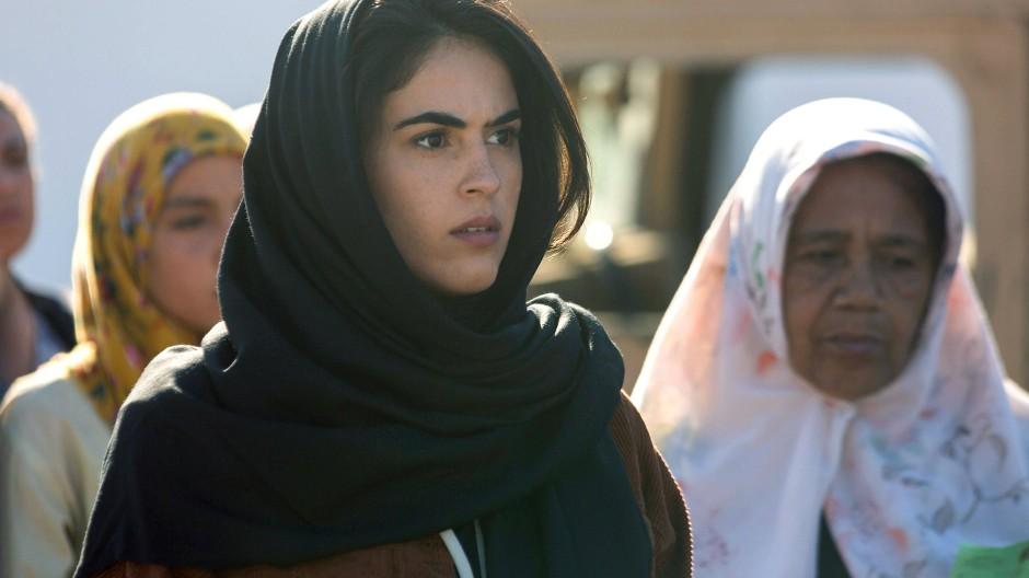 Getarnt versucht Sawsan al-Khafaji (Leem Lubany) die strenge Sicherheitskontrolle der Grünen Zone zu passieren und ins Innere des Verwaltungsdistrikts zu gelangen.